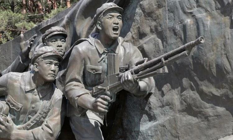 Monumento da Coreia do Norte exalta batalhas travadas por soldados durante a Guerra da Coreia