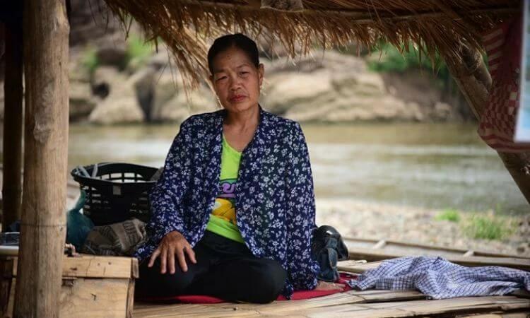 Vilay perdeu o sétimo marido e agora vive com as duas filhas firmes em Jesus no Laos (foto representativa)
