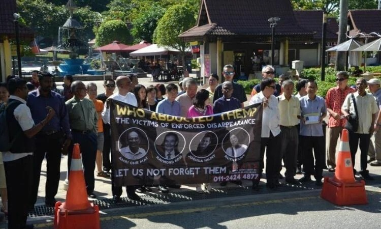 Familiares e amigos de cristãos desaparecidos protestaram na Malásia em 13 de fevereiro de 2019