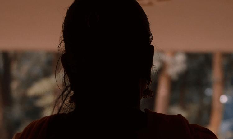 A jovem havia saído com amigos na noite anterior e teve o corpo encontrado próximo a sua casa no dia seguinte (foto representativa)