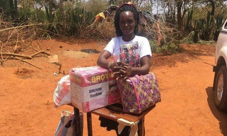 Peninah recebeu ajuda com alimentos durante a pandemia de COVID-19 e ainda ganhou uma máquina de costura para começar os trabalhos