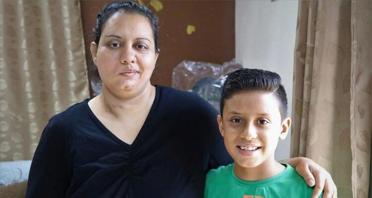 Após perder o marido e um filho, em ataque do Estado Islâmico no Egito, Nancy tem que criar o filho, Yousef, sozinha