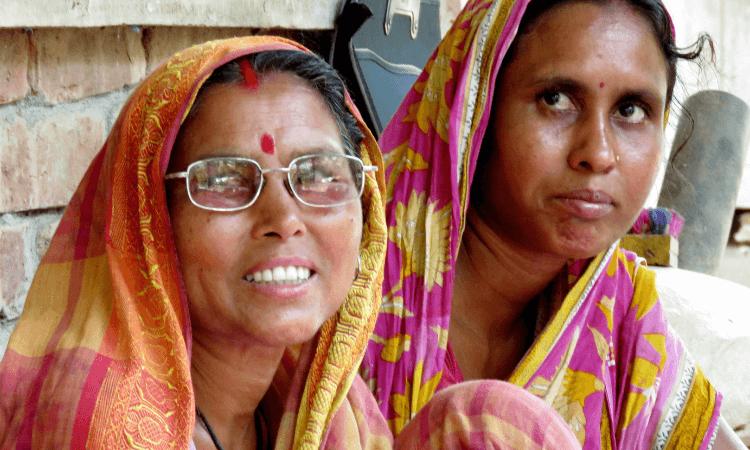 Os cristãos não são aceitos como parte da comunidade e não podem ter contato com os outros aldeões