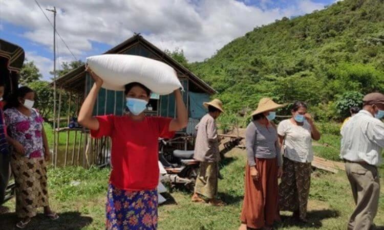 Cristã recebe assistência emergencial durante a pandemia em Mianmar