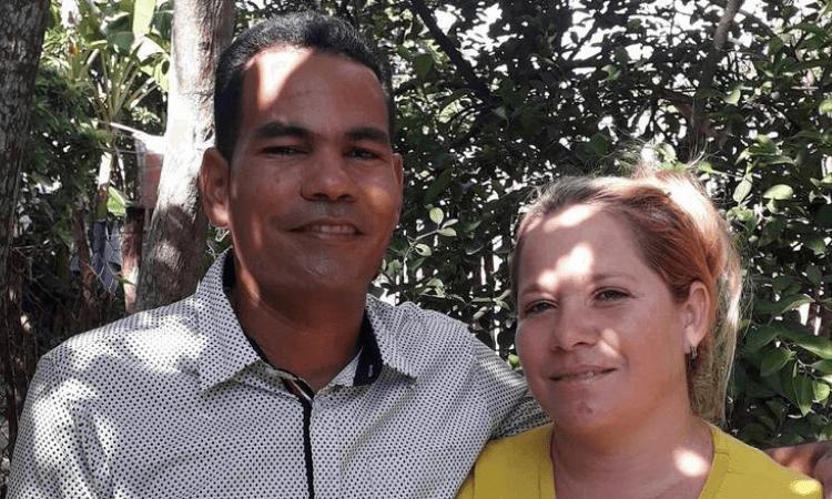 O pastor Karel Parra Rosabal reparava bicicletas para completar a renda da família quando foi preso em Cuba