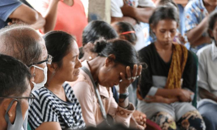 Os cristãos em Sigi, na Indonésia, lidam com as consequências dos ataques terroristas que destruíram igrejas e casas