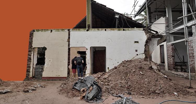 Ruínas de uma das igrejas atacadas no Sri Lanka no domingo de Páscoa em abril de 2019
